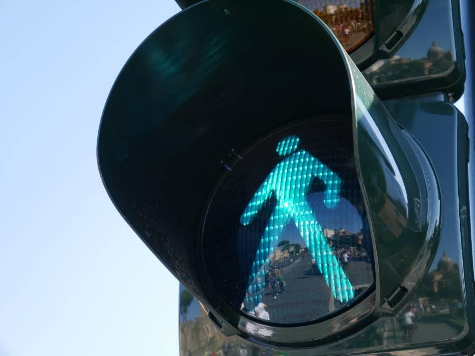 Brak sygnalizacji świetlnej  i barierek ochronnych w miejscach, gdzie jest wiele wypadków