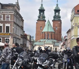 Motocykliści z całej Wielkopolski zakończyli sezon na gnieźnieńskim Rynku [FOTO]