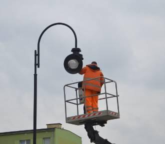Na alei Wolności montują nowe lampy. Wkrótce kolejny etap prac [ZDJĘCIA, FILM]