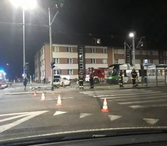 Dwa samochody osobowe zderzyły się na ul. Mickiewicza