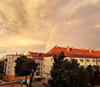 Piękna tęcza i zjawiskowe chmury nad Głogowem. Ozdobiły wieczorne niebo. ZDJĘCIA