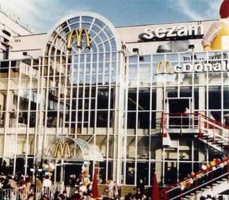 Tak wyglądało otwarcie pierwszego McDonalda w Polsce! [FOTO]