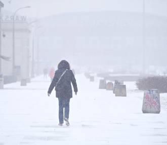 Atak zimy. Śnieżyca w Warszawie, trudne warunki w całej Polsce