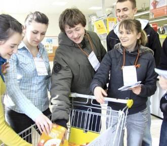 Nie wyrzucaj jedzenia do śmietnika! Sklepy będą zaopatrywać banki żywności