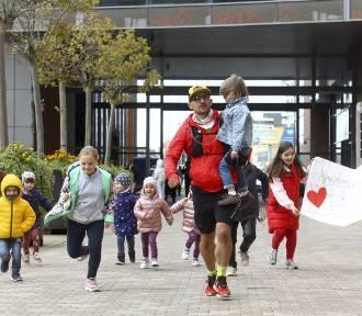 Przebiegł 170 km z Ustrzyk Dolnych do Rzeszowa. Chce pomóc dzieciom z Zespołem Downa