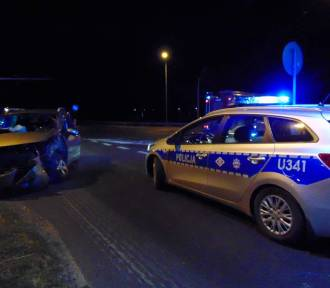 Zderzenie dwóch samochodów na światłach