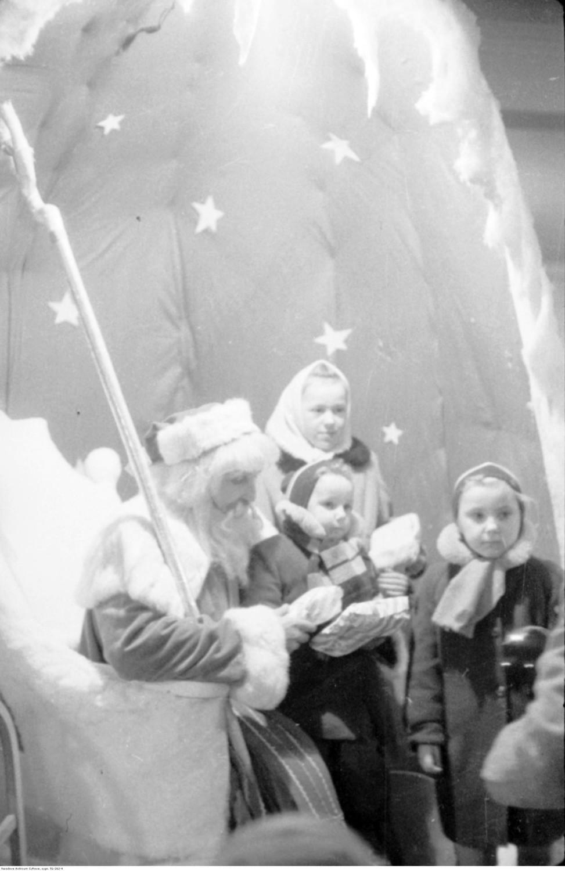 Święty Mikołaj w Centralnym Domu Dziecka w Warszawie, 1957 rok