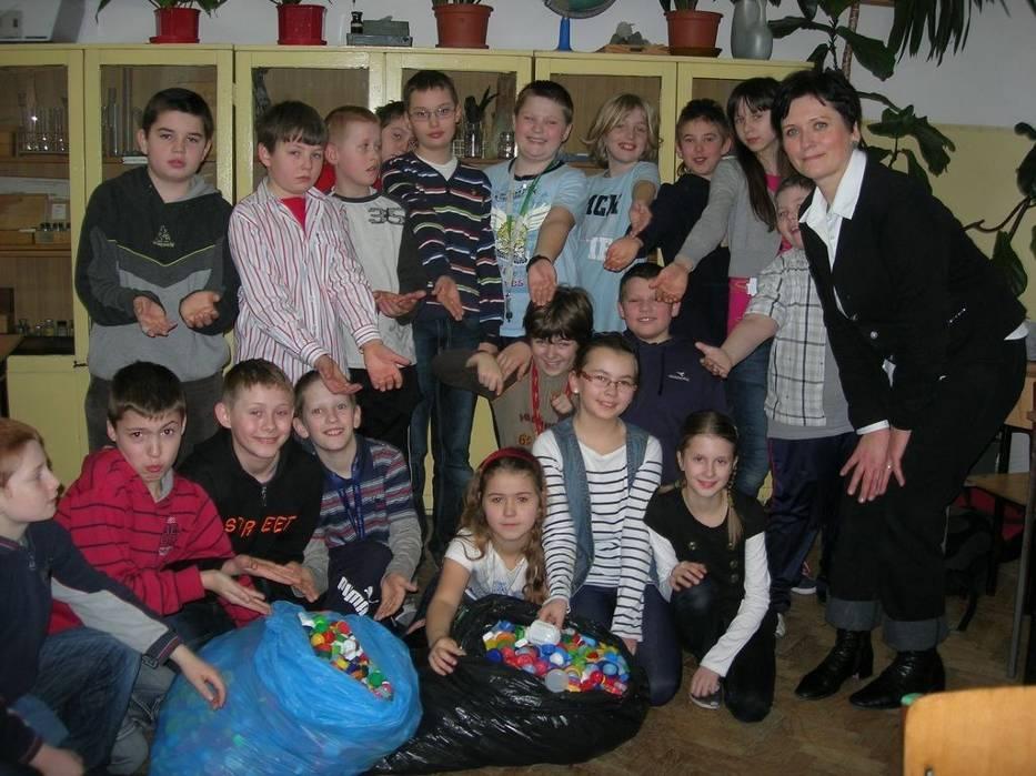 Uczniowie Z Opola Zbierają Nakrętki Aby Pomóc Kamilowi Naszemiastopl