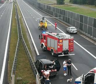 Wypadek na A4. Zderzenie trzech pojazdów. Lądował helikopter
