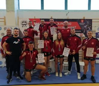 Prosna Kalisz. Sześć medali i dwa tytuły w mistrzostwach Polski w kickboxingu. ZDJĘC