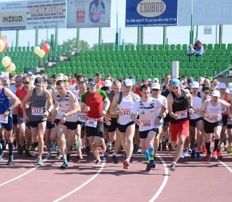7. Półmaraton Grudziądz - Rulewo. Rozgrzewka i start biegu [dużo zdjęć, wideo]