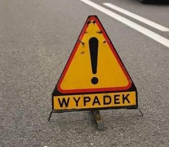 Wypadek w Poznaniu: BMW uderzyło w drzewo, jedna osoba ranna