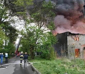 Duży pożar pustostanu przy Słowackiego. Ruina zagraża mieszkańcom, ale to zabytek...