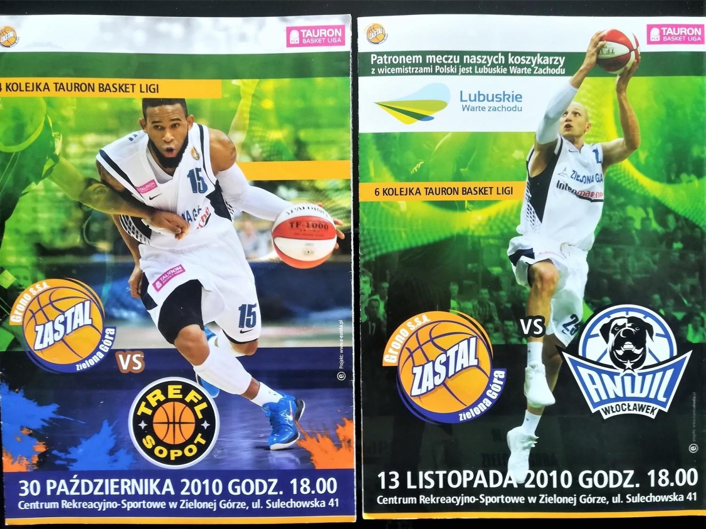 Programy na meczach koszykarzy