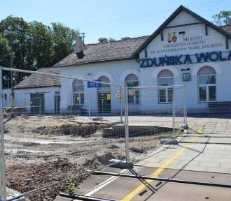 Kolejowy dworzec w Zduńskiej Woli odzyska blask [zdjęcia]