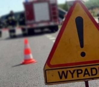 Wypadek w Rybniku. Na Żorskiej fiat zderzył się z bmw. Dwie osoby trafiły do szpitala