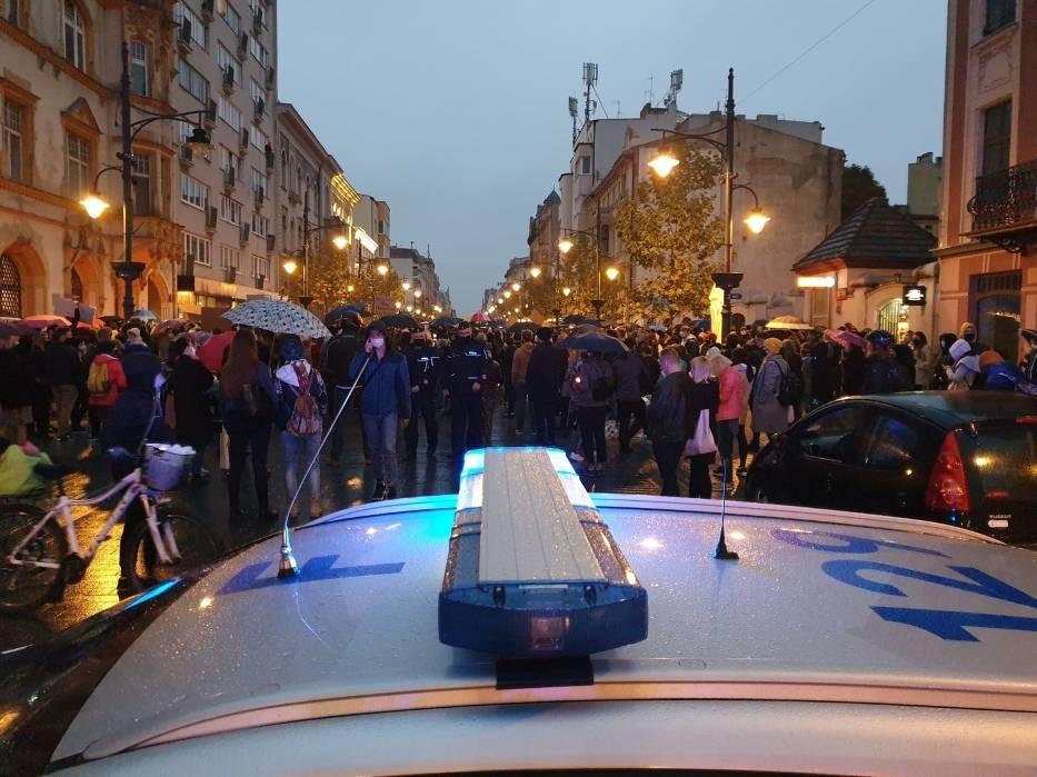 Przed godziną 18 jeden z policjantów wezwał do rozejścia się