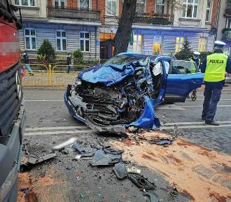 Śmiertelny wypadek w centrum Szczecina. Samochód osobowy zderzył się z ciężarówką