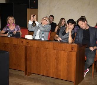 """Serial """"Rojst"""" - gwiazdy promowały nową produkcję na konferencji w Warszawie [WIDEO, ZDJĘCIA]"""
