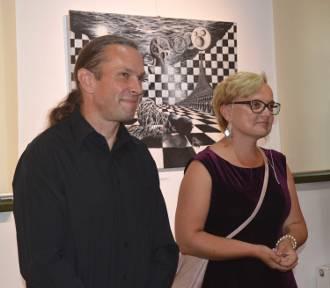 Malbork. Nowa wystawa w Galerii Nova. Prace dwojga malborskich artystów są jak relacja z ich… snów