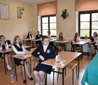 Tarnów. Egzamin gimnazjalny odbywa się bez przeszkód [ZDJĘCIA]