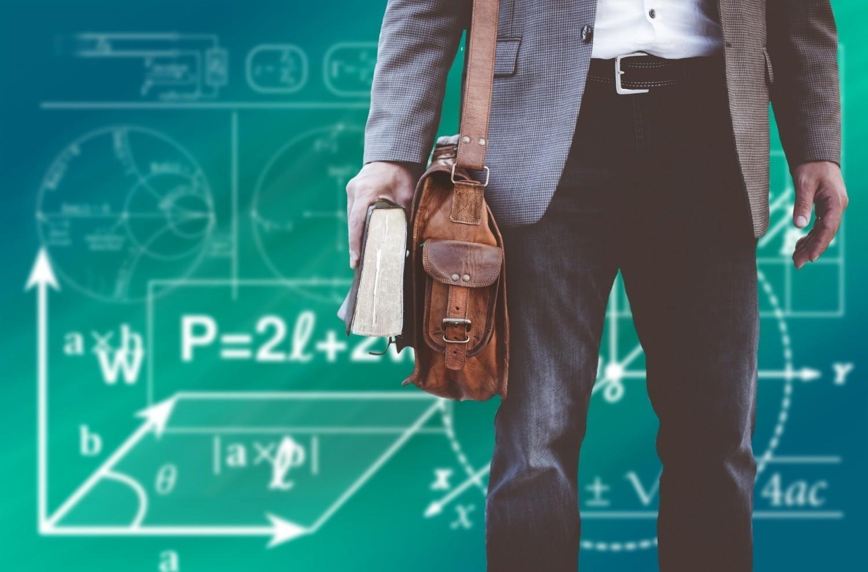 Zarobki nauczycieli z różnych części Europy często odbiegają od przeciętnej płacy w Polsce - wynika z najnowszych danych Komisji Europejskiej