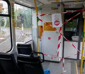 Pracownicy ZDiTM sprawdzają, czy pojazdy komunikacji miejskiej są przepełnione
