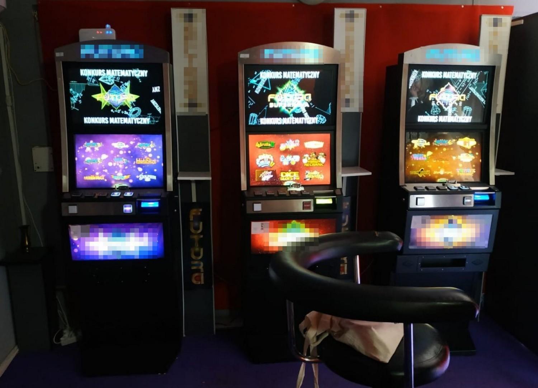 Policjanci z Wydziału do walki z Przestępczością Gospodarczą i Korupcją Komendy Miejskiej Policji w Bydgoszczy ustalili, że w jednym z lokali na bydgoskich Kapuściskach znajdują się nielegalne automaty do gier hazardowych