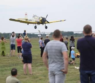 Pokaz lotniczy na zakończenie Mistrzostw Akrobacji Samolotowej [ZDJĘCIA]