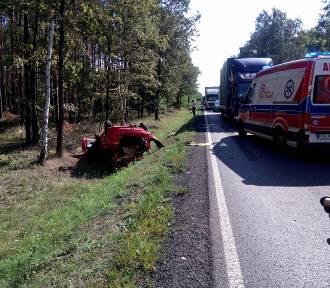 Wypadek na DK11 w Antoninie. Osobówka zderzyła się z tirem