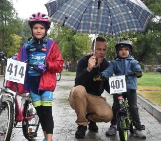 Mini Tour de Rybnik 2018: Dzieci nie wystraszyły się pogody i ścigają się na rowerach ZDJĘCIA