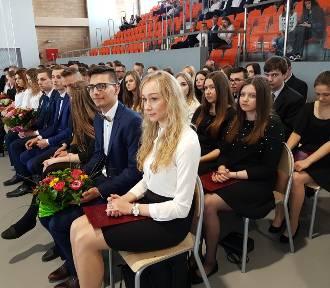 Pożegnanie absolwentów ZSP im. F. Ratajczaka [ZDJĘCIA]