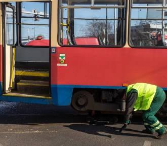 W Bydgoszczy wykoleił się tramwaj. Były spore utrudnienia!
