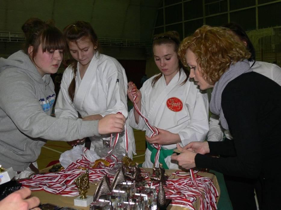 Gwiazdkowy turniej karate i walki Combat
