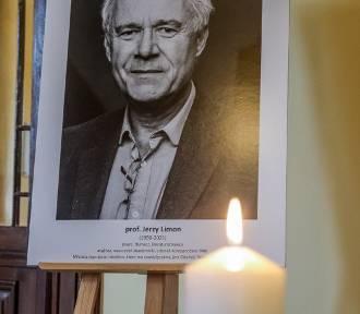Księga kondolencyjna pamięci prof. Jerzego Limona w siedzibie Rady Miasta Gdańska