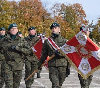 Święto brygady sieradzkiej z udziałem żołnierzy USA. Sztandar WP dla jednostki FOTO