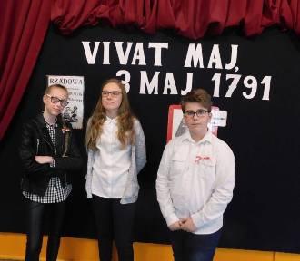 Trzeciomajowa akademia w SP 9 w Malborku [ZDJĘCIA]. Patriotyczne apele rocznicowe są już tradycją