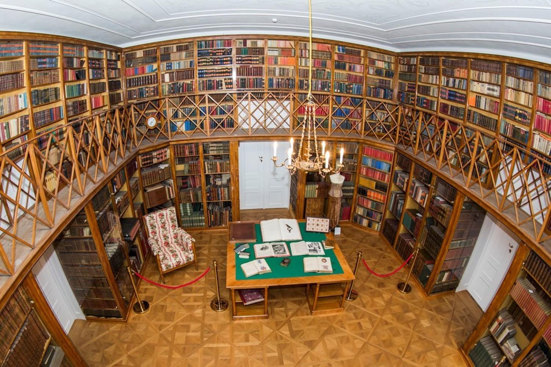 Nowy Pałac w Kostelcu (biblioteka)