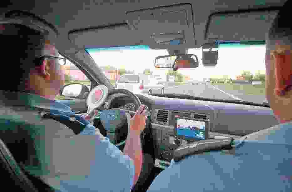 W wakacje załogi nieoznakowanych radiowozów często zatrzymują motocyklistów