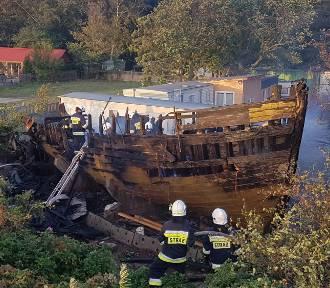 Pożar w Helu (wrzesień 2019). Zapalił się zabytkowy kuter WŁA-55   FOT