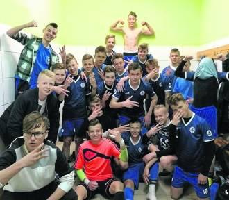 Centralna Liga Juniorów. Najlepsze piłkarskie szkoły Escola i UKS SMS walczą ze sobą