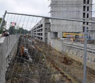 Przebudowa Kościuszki i Kolejowej. Widać już wyjazd z tunelu pod DK81 do Galerii Libero ZDJĘCIA