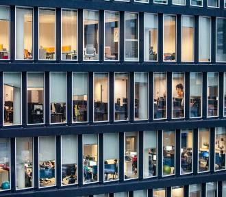 Wielki powrót do biur. Jak wygląda i co oznacza dla firm i biurowców w Krakowie?
