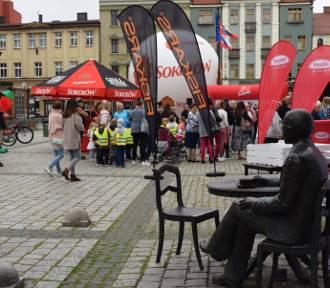 """""""Wielka Trasa Śniadaniowa Radia ZET"""" zgromadziła tłumy na Rynku Miejskim w Ostrowie"""