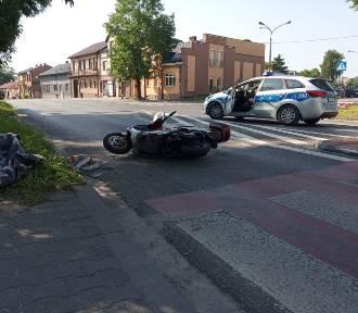 Wypadek na skrzyżowaniu w Jędrzejowie. Jedna osoba w szpitalu