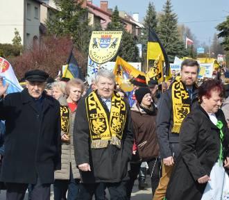 Dzień Jedności Kaszubów 2019: czarno-żółte flagi na ulicach Żukowa