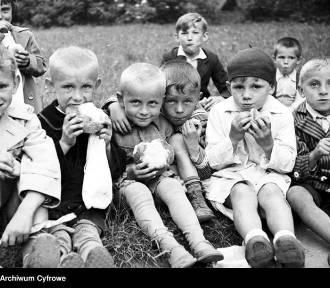Dzień Dziecka. Tak wyglądało dzieciństwo w ubiegłym wieku [ARCHIWALNE ZDJĘCIA]