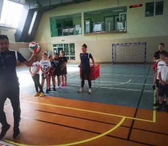 Mistrzowska wizyta w helskie szkole. Uczniów odwiedzili siatkarze | ZDJĘCIA