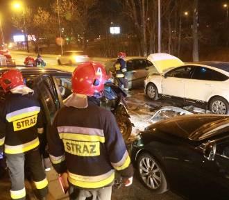 Wrocław. Wielki karambol na ul. Strzegomskiej. Pięć aut zniszczonych, trzy osoby ranne (ZOBACZ