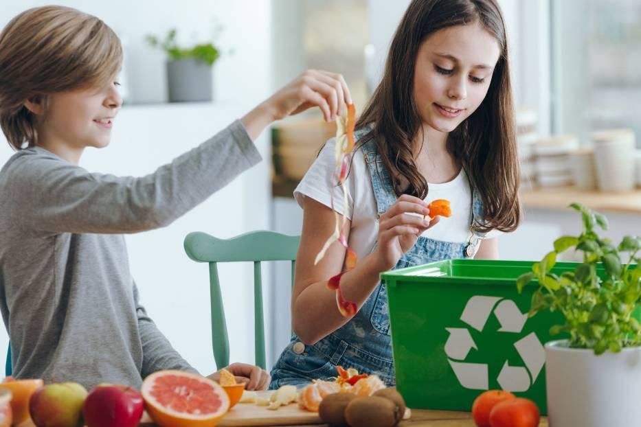 Ekologiczne podejście do życia, czyli z szacunkiem do naturalnych zasobów i otoczenia, to nie tylko sięganie po eko-żywność, organiczne kosmetyki i środki czystości, choć oczywiście takie wybory są ważne